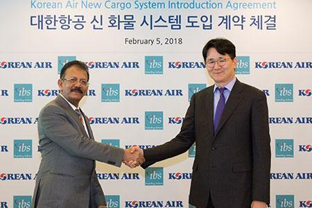 V K Mathews, Executive Chairman, IBS Group and Cho WonTae, President of Korean Air at the signing ceremony at Seoul.